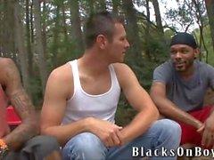 J. R. İki Siyah Cocks her karışını Loves