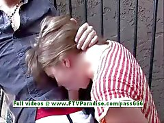 Rahel freches Brunettefrau Mädchen macht Blowjob