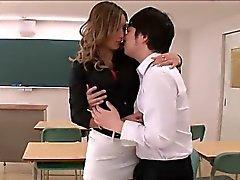Insegnante caldo di Aika arriva crudele con student