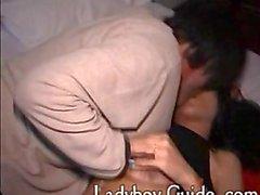 Secreta asiática de Ladyboy En el hotel 1