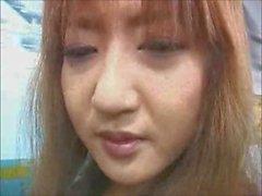 Asian Girl bir tren üzerinde groped
