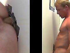 O sexo anal na gloryhole alegre a cara direto