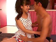 Giapponese molto piccola l'orgasmo durante Fingered