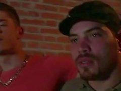 Unanständiges bemuskelt Homosexuell Latein Brocken After hämmerte Spaß der auf Couch