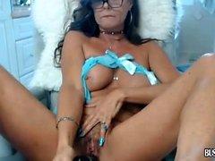 Brunette MILF cougar BBW vibrates bush pussy