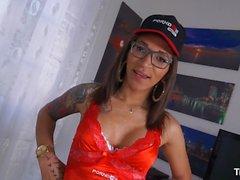 TransBella - Tranny Luana Bazooka ruft ihren Arsch hart