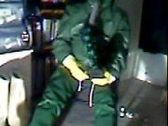 Un vecchio vid masturbarsi in gomma verde.