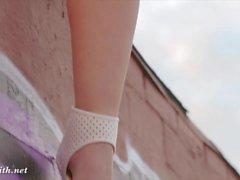 Jeny Smith öffentliche Nacktheit auf einem Dach
