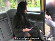 Club-Tänzer arbeitet ihre Magie im Taxi für freie Fahrt