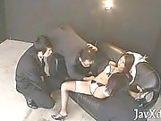 Asian Babe spielt mit Fett Stab ihre Hände und Hals mit