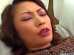 Busty Marie Sugimotos Vibrator und Fingerfreuden Freuden !