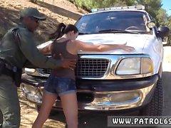 Due polizia di della donna prima di Latina scopata By alla Legge