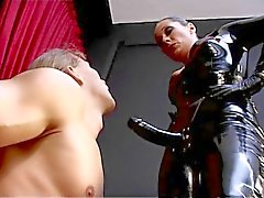 Domina Latex strapon 3.
