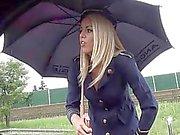 Blonden Stewardess Straßenrand bj Nr Schlagen