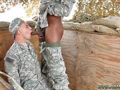 Chequeo médico en el ejército de la tina masculina gay Las tropas son salvajes