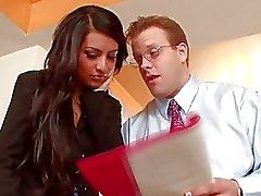 Brunette caldo ragazza si è la figa leccata da regista in ufficio sul colloquio