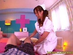 Brillenkamera uniformierte asiatische Krankenschwester cum durchnässt