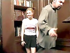 Het schoolhoofd Puts It To Behaard Redhead Student Cherry