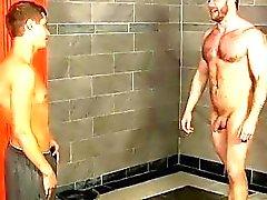 Männlichen Models in den Duschen indem den Jungen Abgefangen , Trainer Shay kann es einfach nicht