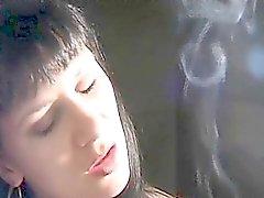 De fumar del cigarrillo estrictamente la señora del fetiche