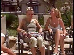 Un maldito caliente lesbiano carajo groupie del junto a la piscina - minas en bikini se desaparecido repugnante