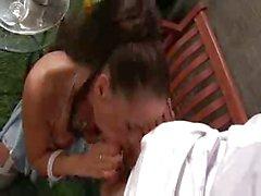Cochonne britannique Tammie baisée après avoir sur sa bicyclette