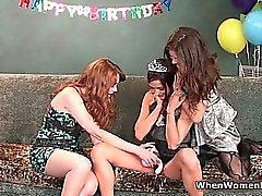 Trois superbes lesbiennes doivent fun