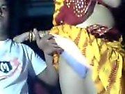 la mia ragazza indiana adora ostentando la