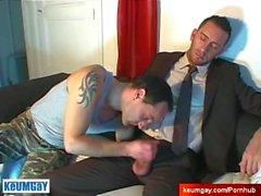 Full Video: Ein unschuldiger Anbieter wird von einem Kerl, der seinen großen Schwanz gewartet!