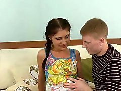 Angelic skönheten får Amatör kärleks talan av på soffan