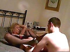 Ihre Oma liebt wieder Sperma und immer wieder.