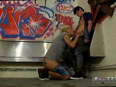 Teen Boy in panty Röhren und muskulösen emo Jungen Homosexuell Ein Hahn Spy
