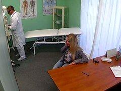 FakeHospital de Dizzy joven rubia toma un creampie y la comienza a enamorarse de el doctor