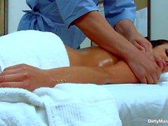 Nude Breanne Benson получает удовольствие после работы тяжело