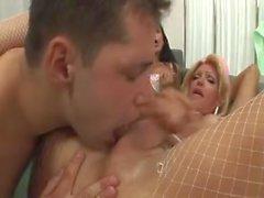 Dok och 2 i Sexiga Nurses knulla varandra