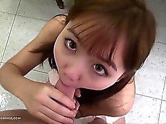asiatico teen ager del scopa duro nella del playsuit carina