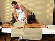 Busty di Romi della pioggia si spoglia da massaggio