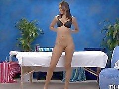 Alumno de intercambio Sexy obtiene su corporal frotó