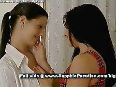 Ella and Daphne Ausschreibung brunette Lésbos küsste