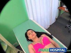 FakeHospital Médicos polla persuade paciente sexy no tener operación