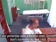 FakeHospital Petite Euro Patienten Orgasmen Pussy Saft über Ärzte Schreibtisch