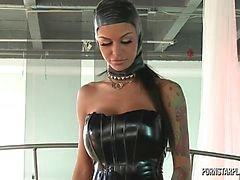 Angelina Valentine à Domination de Véronique