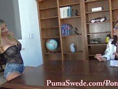 Große Brüste Babe Arielle macht Puma Swede ihr Sex-Spielzeug!