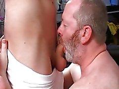 Ältere Menschen bumst einen Jungen