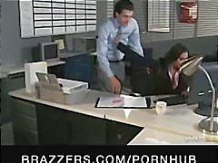 Indiano gata morena Priya Rai é a cadela escritório e fica fodido