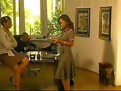 Vampy secretaresse krijgt DPed in kantoor