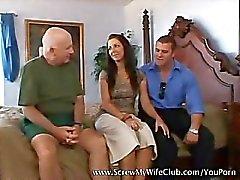 Mooie en warme vrouw geneukt echt goed doggy style door een pornstar
