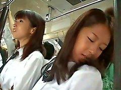 Twee Schoolmeisjes betast in een bus