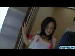 Seksi bebek Rui Natsukawa yağlama ve göğüsleri sıkma alır