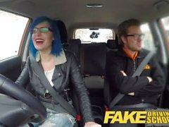 Fake Driving School Instructor cums över lärande fitta efter anal
